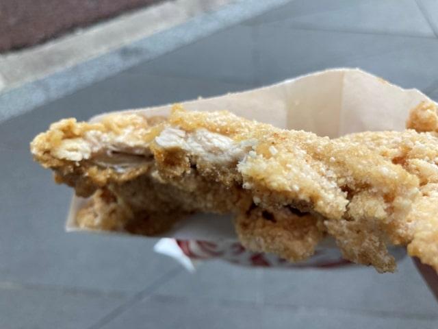 炎旨大鶏排の肉の厚さ